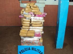 Tabletes estavam escondidos em para-choque, painel e atrás do banco traseiro (Foto: Divulgação/PM)