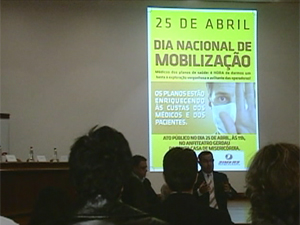manifestação_médicos (Foto: (Reprodução / RBSTV))