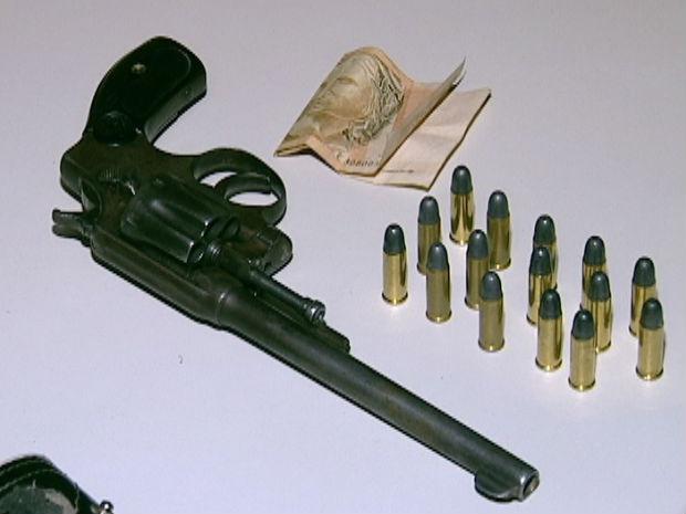 Jovem disse que estava armada para se defender (Foto: Reprodução/TV Gazeta)