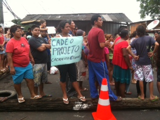 Moradores querem inclusão em programa social (Foto: Rádio Amazonas FM)