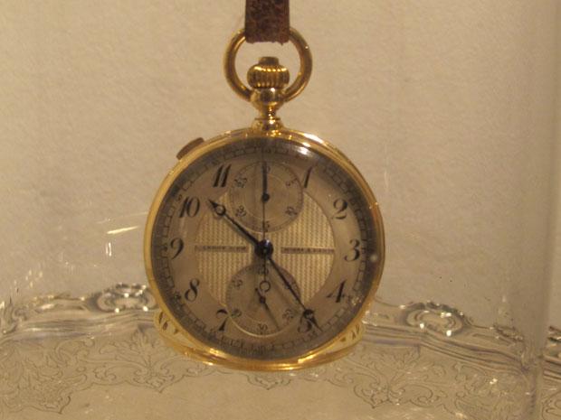 Relógio que pertenceu ao aviador Santos Dumont (Foto: Lívia Machado/G1)