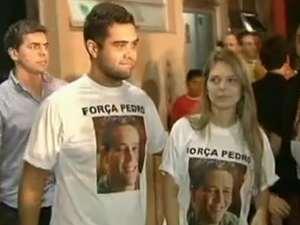 Thiago e Thaís, durante entre entrevista coletiva sobre Pedro (Foto: Reprodução/TV Anhanguera)