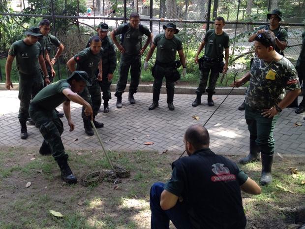Polícia Ambiental faz treinamento para manejo de animais na Paraíba (Foto: Walter Paparazzo/G1 PB)