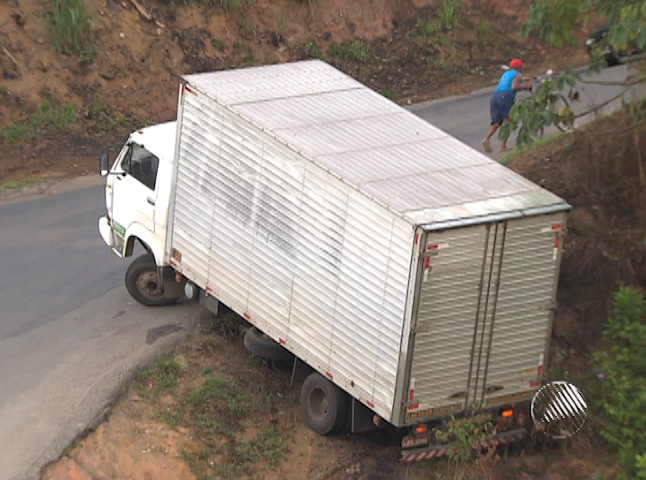 Caminhão Baú Salvador (Foto: Reprodução/ TV Bahia)