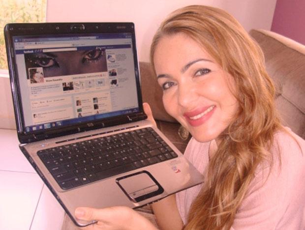 Eliane Favareto tem 5 mil amigos no Facebook (Foto: Arquivo Pessoal)