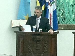 Viana durante a sessão ordinária desta quinta-feira (26) (Foto: Edson Ferraz/TV Morena)
