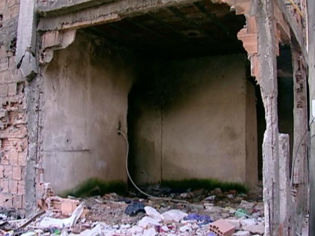 Alguns usuários foram encontrados em imóveis abandonados, em Vila Velha. (Foto: Reprodução/TV Gazeta)