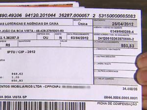 Boleto no valor de R$ 850,83 cobrado de um dos moradores.  (Foto: Reprodução/EPTV)