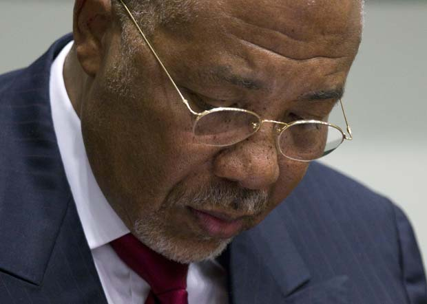 O ex-presidente liberiano Charles Taylor espera pelo veredicto nesta quinta-feira (26) no tribunal em Leidschendam (Foto: Reuters)