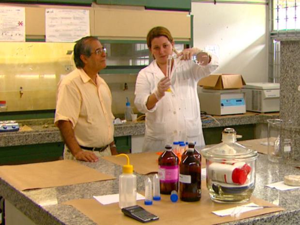 A pesquisadora sãocarlense Francine Picon continua fazendo experimentos na cidade (Foto: Reprodução/EPTV)