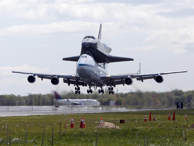 Enterprise pousou em Nova York pela manhã (Foto: Allison Joyce/Getty Images North America/AFP)