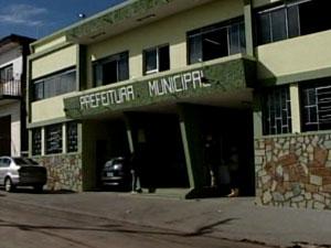 Fachada da Prefeitura de Santa Rosa da Serra (Foto: Reprodução/ Tv Integração)
