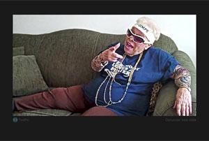 Vovó publica fotos brincando que é rapper para atrair mais seguidores (Foto: Reprodução)