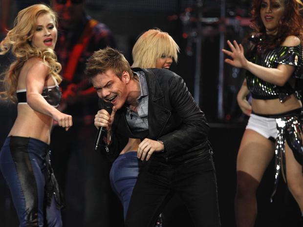 Michel Teló canta na premiação latina da Billboard nesta sexta-feira (27) (Foto: AP/Lynne Sladky)
