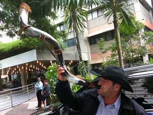 Autônomo levou berrante que disse ter sido utilizado em show de Pedro (Foto: Kléber Tomaz/G1)
