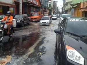 Água já chega à Rua dos Barés, Centro de Manaus (Foto: Roceli Lima/Divulgação)