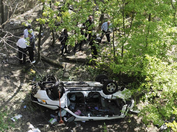 Van caiu de uma altura de mais de 30 metros (Foto: Reuters/Keith Bedford)