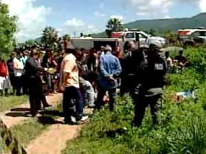 Quatro sacos de ração para cavalos foram usados para esconder os corpos. (Foto: TV Diário/Reprodução)