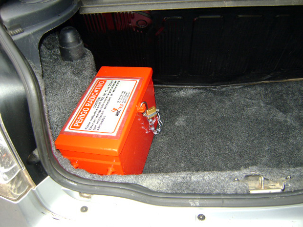 A device similar to this was in a car that was stolen on Saturday 18 April 2012 in Rio de Janeiro. The device contains Selenium 75, a very dangerous radioactive material.