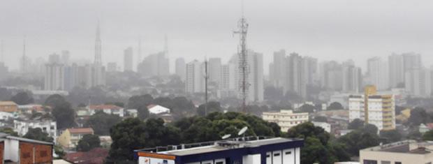 A capital amanheceu nublada e com uma temperatura de 17ºC.  (Foto: Denise Soares / G1)