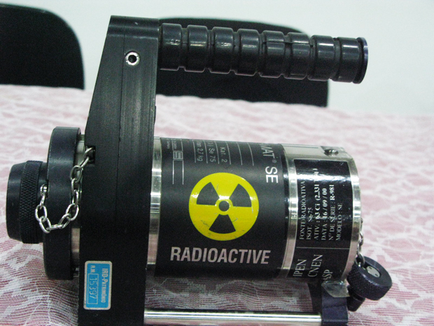 Réplica do objeto roubado foi apresentada pela Comissão Nacional de Energia Nuclear (Foto: Christiano Ferreira/G1)