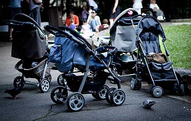 carrinhos de babês - babás praça buenos aires (Foto: Caio Kenji/G1)