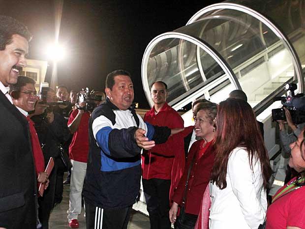 Hugo Chávez embarca para Cuba, para último ciclo de radioterapia contra um câncer. (Foto: Escritório Presidencial / AP Photo)