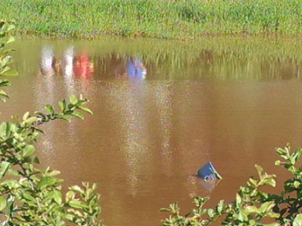 Aparelho ficou submerso no local do acidente (Foto: Reprodução/TV Tem)