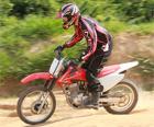Honda; CRF; 150F; 230F; lazer; off-road; terra; cross; motoccross; Yamaha; TT-R (Foto: Caio Mattos/ Divulgação)