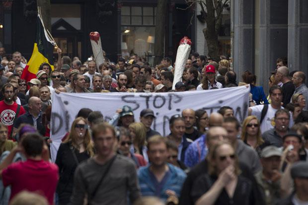 Multidão ocupou ruas de Maastricht (Foto: Peter Dejong/AP)