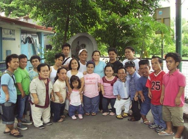Associação de Pessoas Pequenas das Filipinas é formada por 46 famílias. (Foto: Reprodução/Site da Associação de anões das Filipinas)