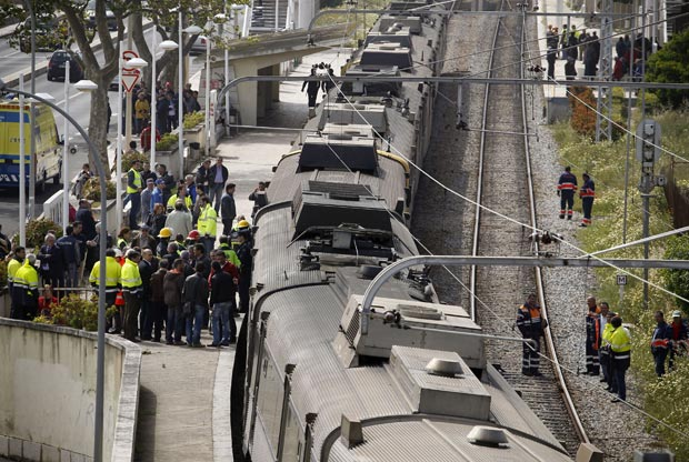 Choque entre trens fere mais de 30 em Portugal (Foto: AP)