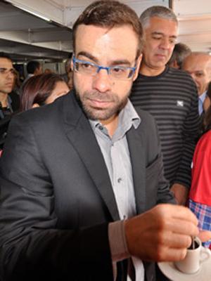 O novo ministro do Trabalho, Brizola Neto (PDT-RJ), participa do 1º de Maio em evento organizado por centrais sindicais na Praça Campo de Bagatelle (Foto: Levi Bianco / Brazil Photo Press / Agência Estado)