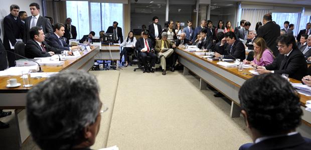 Reunião da CPI mista que apura o envolvimento de políticos e empresários com o bicheiro Carlinhos Cachoeira (Foto: Agência Senado)
