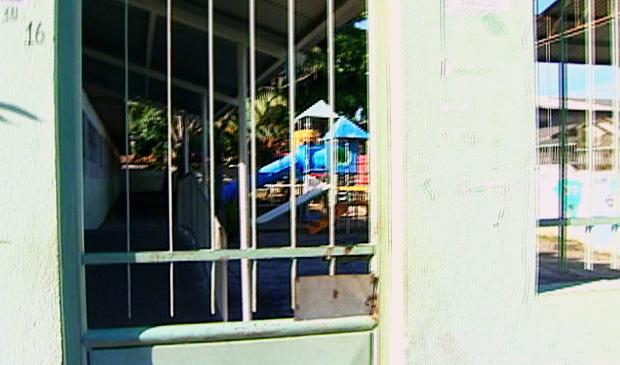 Pais reclamam da insegurança nas CMEIs do município. (Foto: Reprodução/TV Gazeta)
