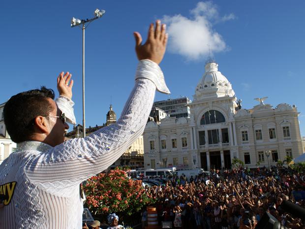 Artista comemorou com a plateia de Salvador (Foto: Egi Santana/ G1)