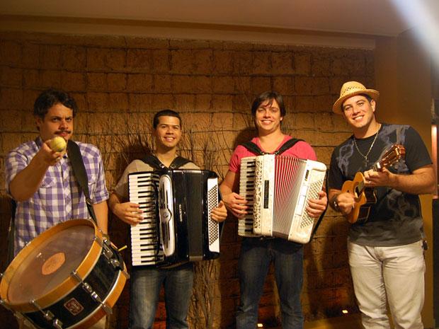 Da esquerda para a direita: Bruno Lins, Dudu do Acordeon, Victor Ferrari e Benil, idealizadores da festa (Foto: Divulgação)