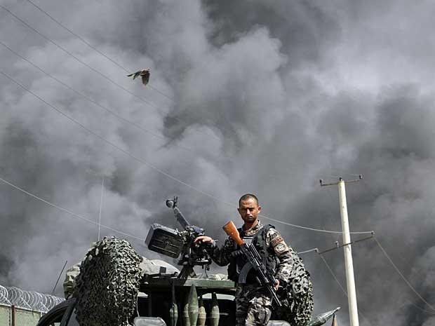 Ataque é resposta à visita do presidente dos EUA, Barack Obama, ao Afeganistão, diz porta-voz do talibã. (Foto: Musadeq Sadeq / AP Photo)