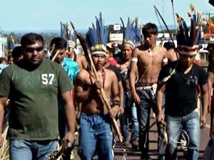 índios protestam em Tangará da Serra (Foto: Reprodução/TVCA)