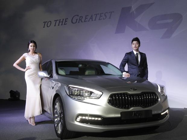 Sedã de luxo Kia K9 estreia na Coreia do Sul (Foto: Ahn Young-joon/AP)
