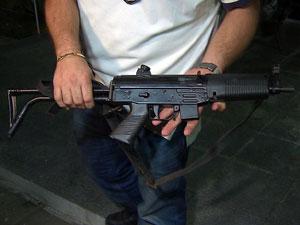Polícia recupera metralhadora roubada de delegacia (Foto: Reprodução/TV Globo)