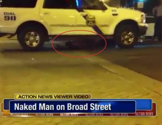 Homem se escondeu debaixo da van da polícia. (Foto: Reprodução)