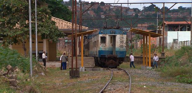Trem é depredado  (Foto: Reprodução/ TV BA)