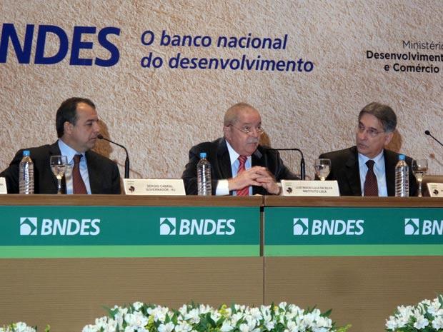 """O ex-presidente Lula discursou nesta quinta-feira (3), em evento do Banco Nacional de Desenvolvimento Econômico e Social (BNDES). Ainda se recuperando do tratamento contra o câncer na laringe, Lula disse esperar não ter """"desaprendido a falar"""". """"Faz sete m (Foto: Bernardo Tabak/G1)"""