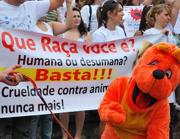 Crueldade Nunca Mais em protesto de Campinas, SP (Foto: Bárbara Bretanha / G1 Campinas)