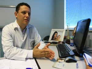 Dr. Eduardo Cruells Vieira é médico ortopedista e membro da Associação Brasileira de Cirurgia de Joelhos (Foto: Divulgação / A.I.)