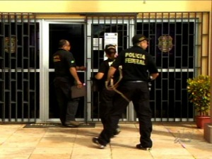Polícia Federal apreendeu computadores e documentos na residência dos suspeitos (Foto: TV Verdes Mares Cariri/Reprodução)