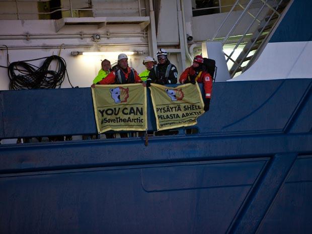 'Você pode salvar o Ártico', escreveram os ativistas do Greenpeace (Foto: Kajsa Sjolander/Greenpeace/AFP)
