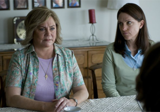 Atriz Kathleen Turner em cena do filme 'The perfect family' (Foto: Divulgação)