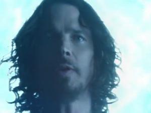Chris Cornell no clipe de 'Live to rise', do Soundgarden (Foto: Reprodução)